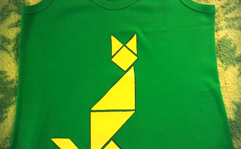 Gato Tangram. Disponible este y más diseños de Tangram. Camisetas pintadas amano