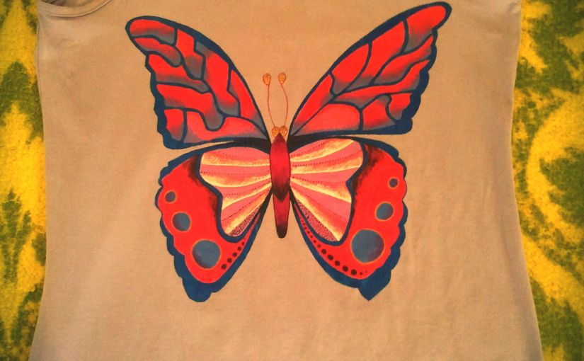 Mariposa. Almadelefantinha. Camisetas pintadas amano