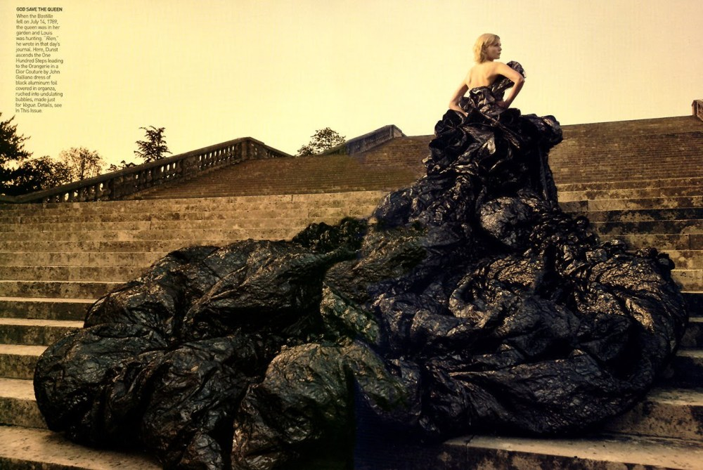 Kirsten-Dunst-photographed-by-Annie-Leibovitz-for-Vogue-Sept-2006