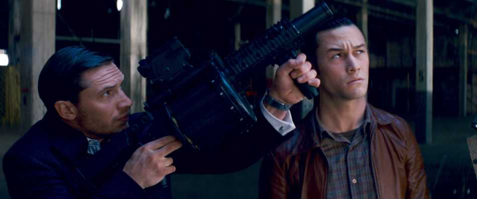 (L-r) TOM HARDY as Eames and JOSEPH GORDON-LEVITT as Arthur in Warner Bros. PicturesÕ and Legendary PicturesÕ sci-fi action film ÒINCEPTION,Ó a Warner Bros. Pictures release.
