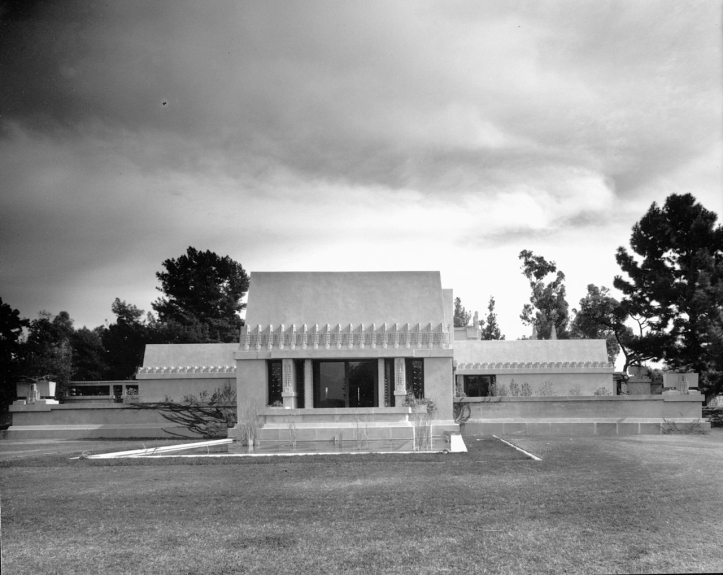 Hollyhock House - Frank Lloyd Wright 1921